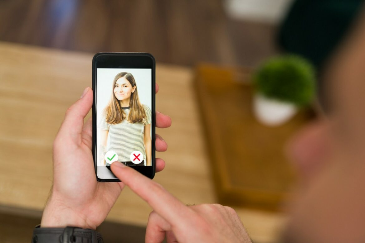 Tinder and the White House Want You to Swipe Right on the Covid-19 Vaccine