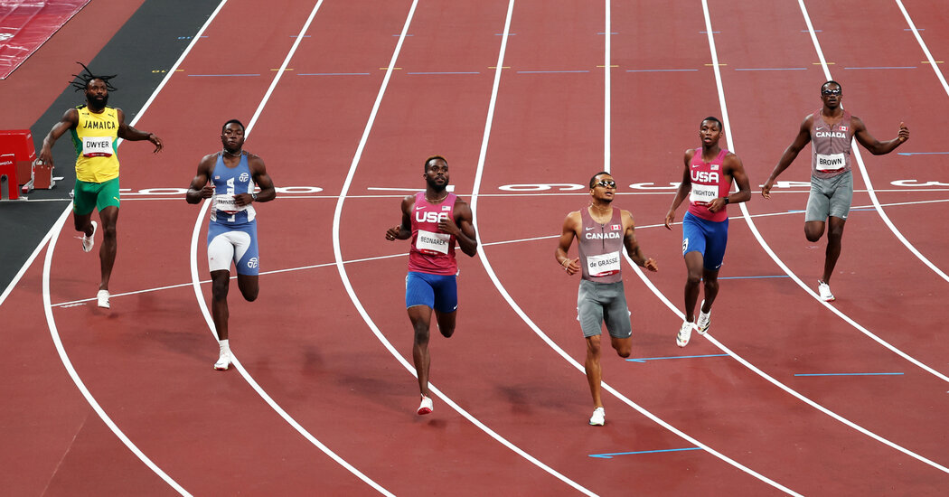 Andre De Grasse wins the 200 meters, his second medal at these Games.