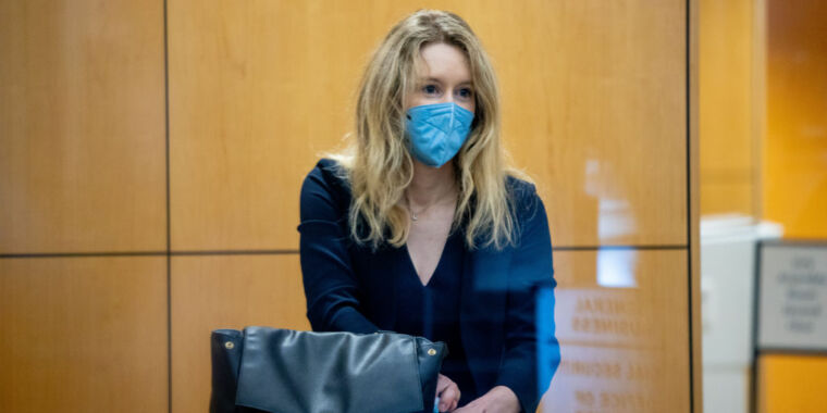"""""""Failure is not a crime,"""" Theranos founder's lawyers tell jury"""