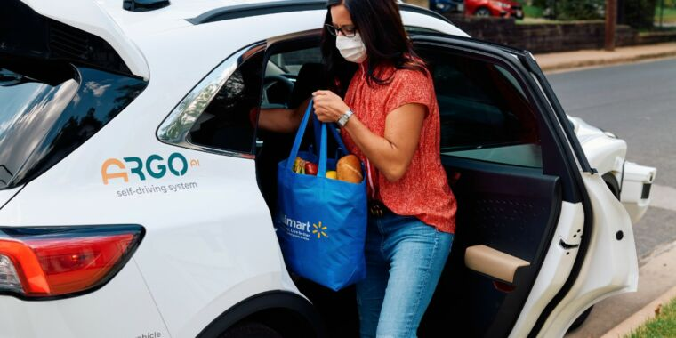 Walmart to begin driverless deliveries with Ford and Argo AI