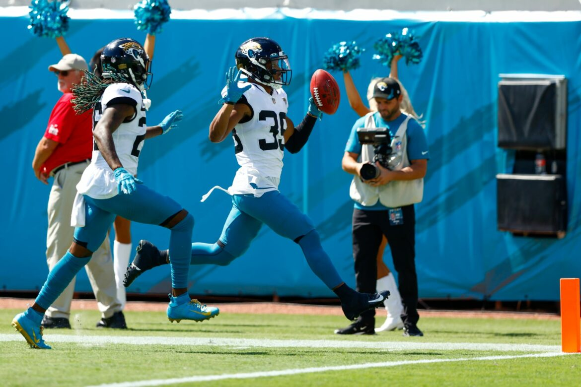 Listen: Gus Johnson lost his mind during 109-yard touchdown return for Jaguars