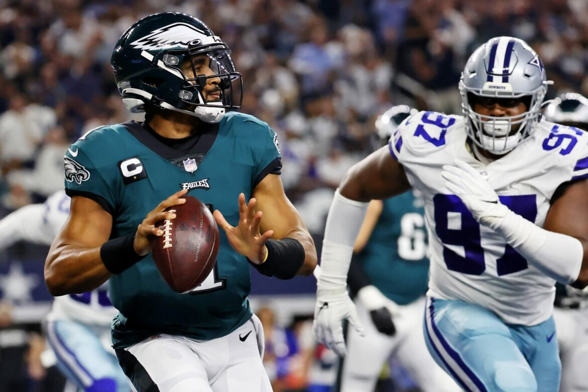 Eagles: Jalen Hurts struggles could force hand with Deshaun Watson trade