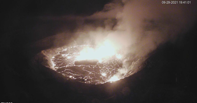 Hawaii's Kilauea volcano erupts, cracking open up crater's lava lake