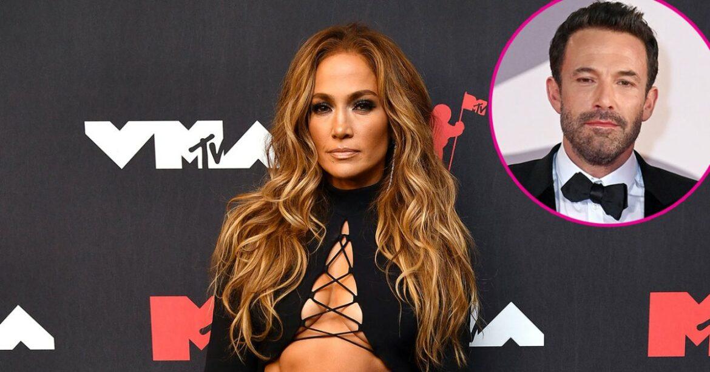 J. Lo Stuns in Skin-Baring Skirt at VMAs After Venice With Ben Affleck