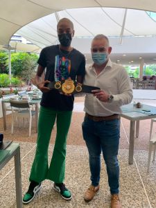 Mendoza presented an award to Olympic champion Yulimar Rojas