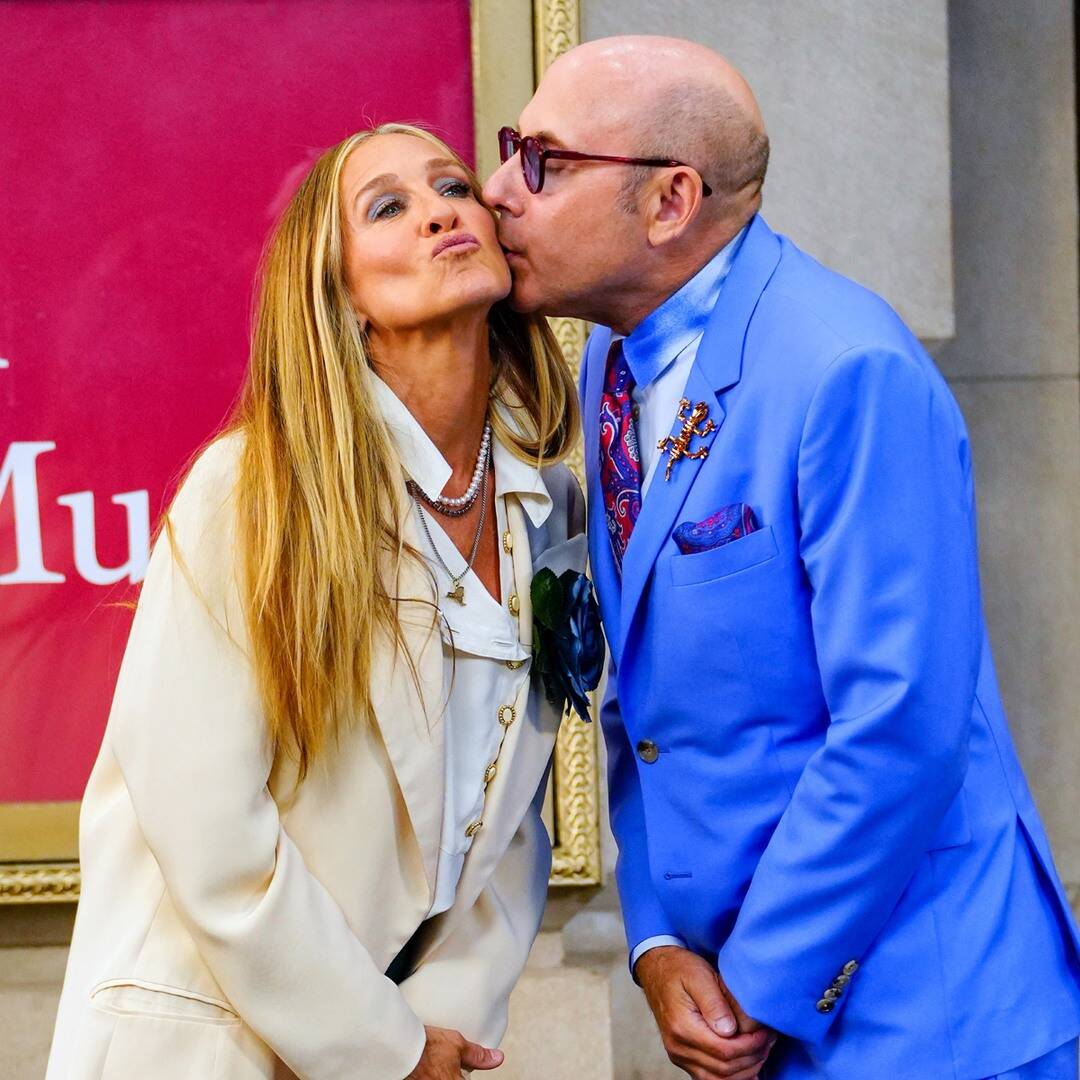 """Sarah Jessica Parker Says She's """"Not Ready"""" to Mourn Willie Garson as SATC Co-Stars Pay Tribute"""