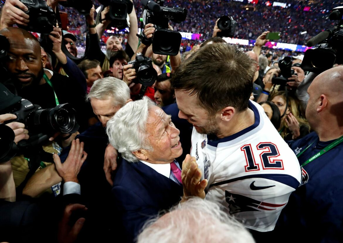 Tom Brady and Robert Kraft share emotional moment in return to New England (Video)