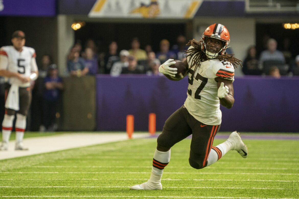 Browns will be without Kareem Hunt for 'weeks' with calf injury