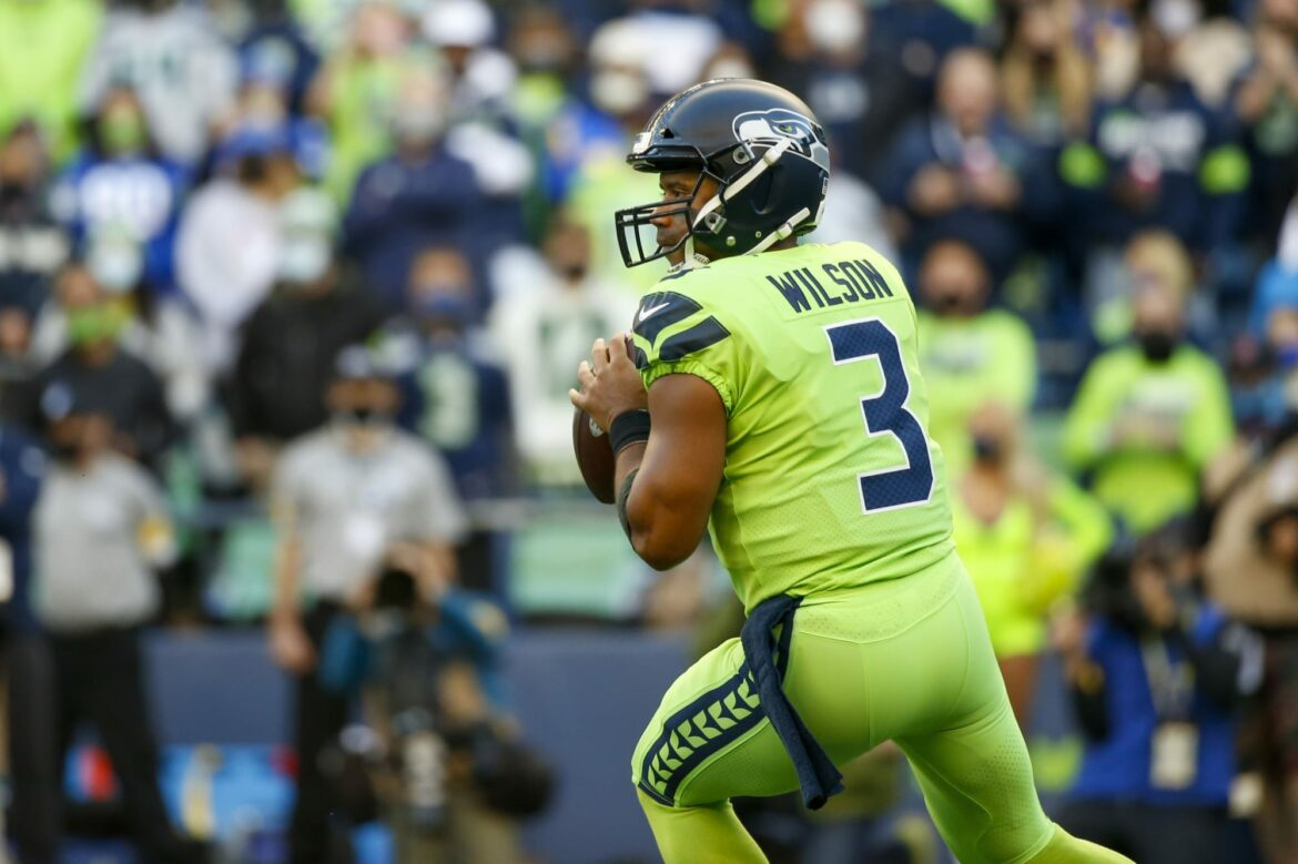 NFL Twitter freaked out over Russell Wilson's finger injury
