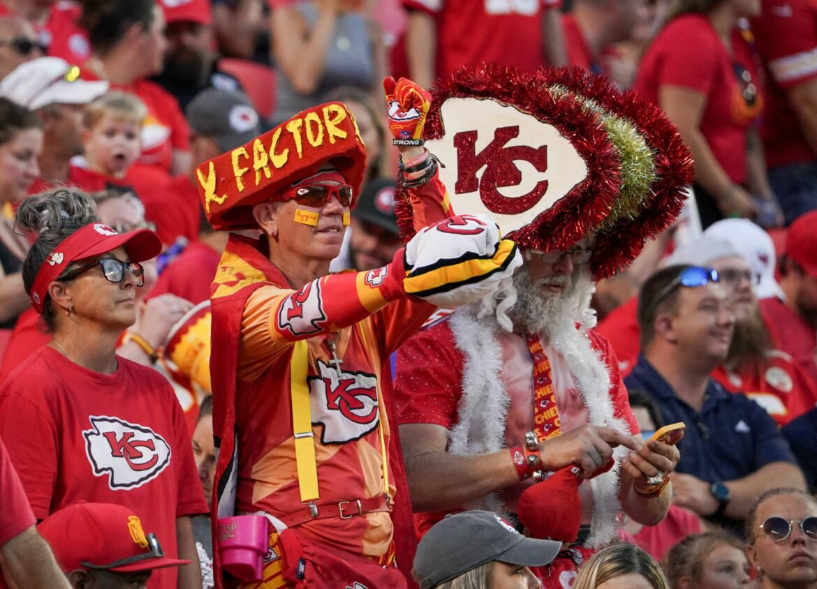 Chiefs superfan 'X-factor' knocked out during fan fight (Video)