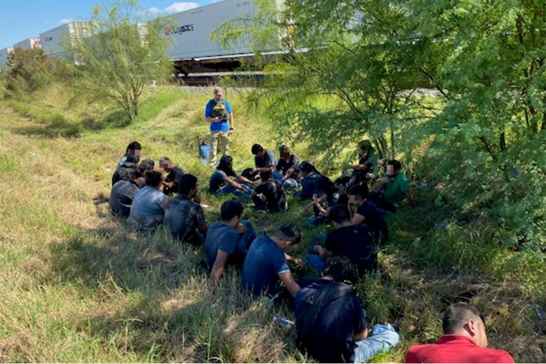 Border agents crack human smuggling effort, arrest 24 migrants