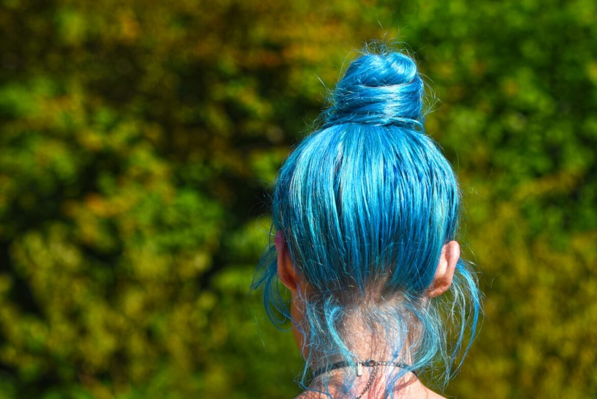 How to remove splat hair dye from the scalp?