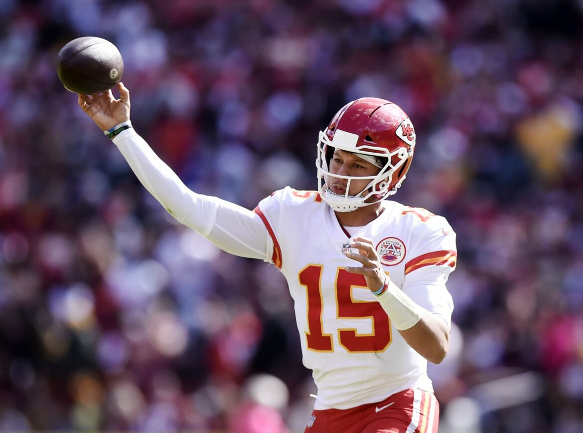 New angle of Patrick Mahomes throw shows how insane he is (Video)