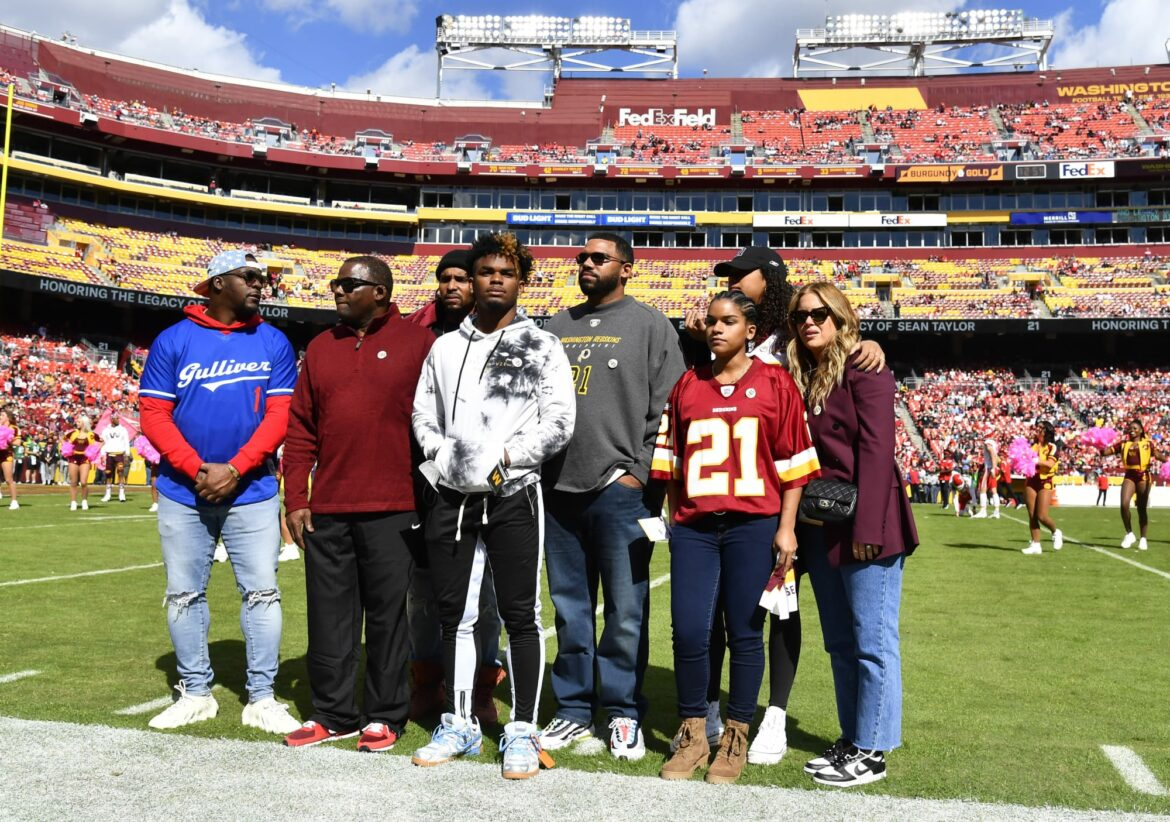 Washington disrespected Sean Taylor, family during number retirement (Photos)